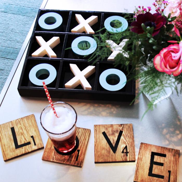 des dessous de verre façon pièces de scrabble à faire soi-même et à offrir comme cadeau st valentin original