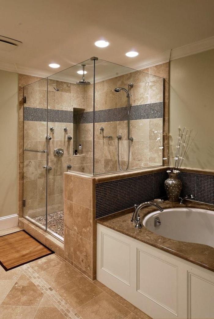 carrelage travertin, cabine de douche élégante, baignoire à poser, lampes de plafond encastrées