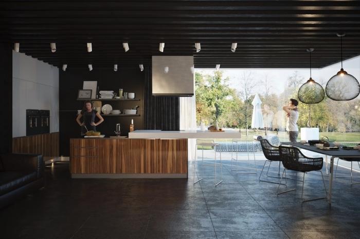 aménagement de cuisine large avec fenêtres surdimensionnées donnantes sur le jardin, cuisines équipées