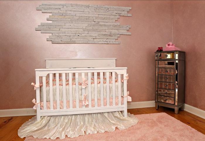chambre bebe complete, lit bébé blanc, tapis rose, petite commode apothicaire
