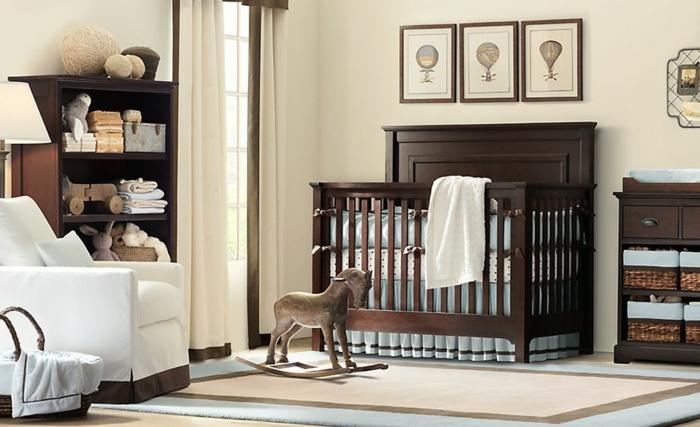 chambre d'enfant décoration neutre, fauteuil blanc, étagère en bois foncé, couffin-bébé-paniers-rustiques