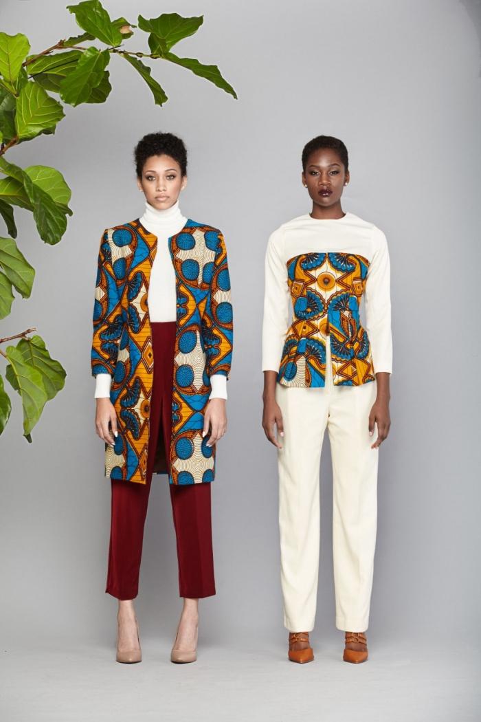 vêtements de style ethnique pour femme, exemple blazer en pagne wax long, modèle de pantalon blanc avec top africain