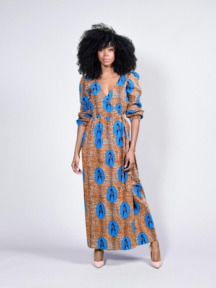 exemple de robe longue fluide en tissu africain, style vestimentaire à design ethnique, modèle de robe longue africaine