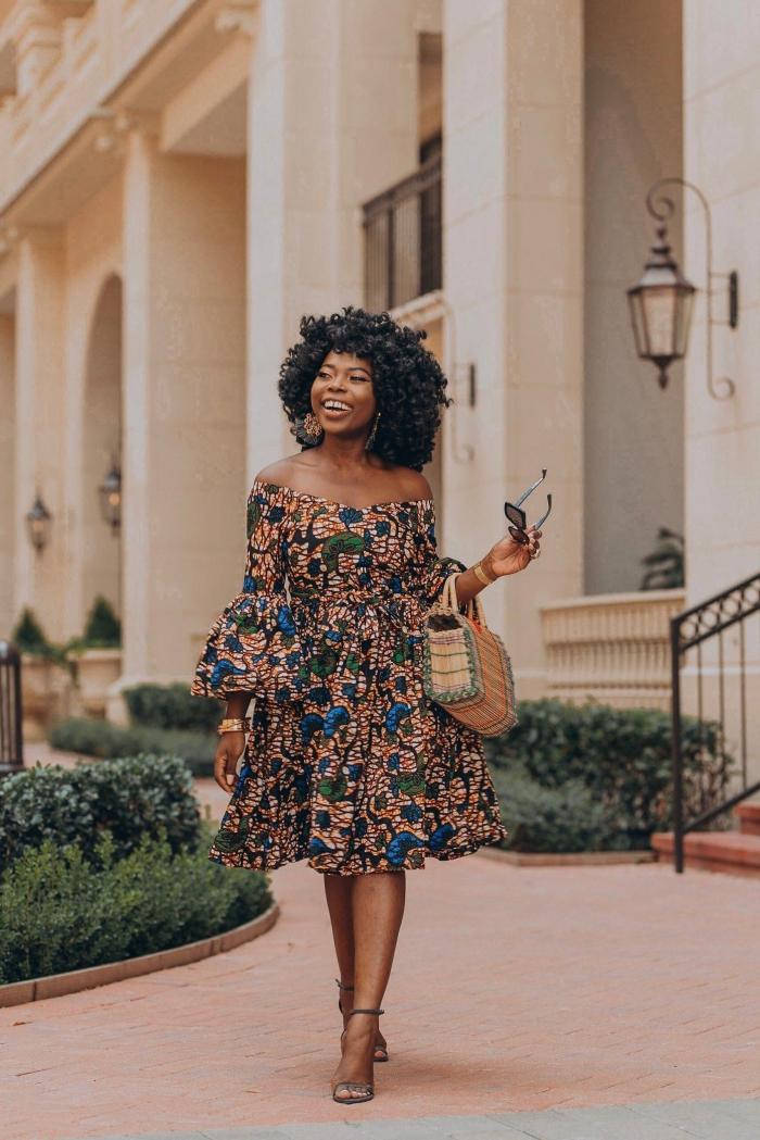 modèle de robe d'été aux manches tombantes, idée tissu africain aux motifs floraux, modèle de robe aux manches fluides