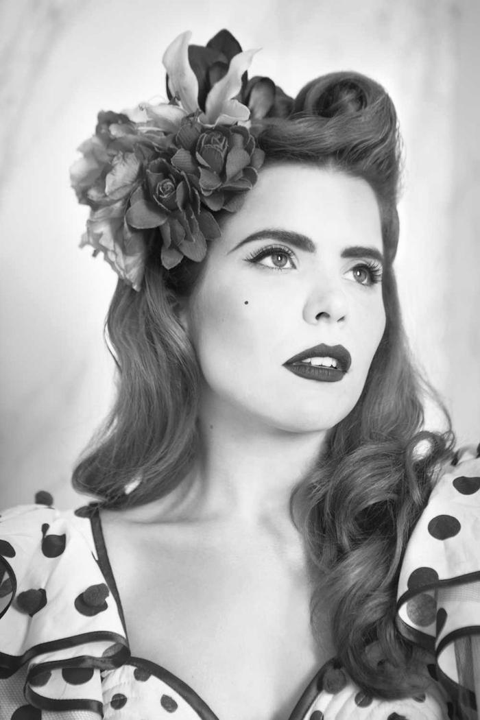 tuto coiffure année 50 avec boucles rouleaux coupe retro vintage rockabilly femme victory rolls
