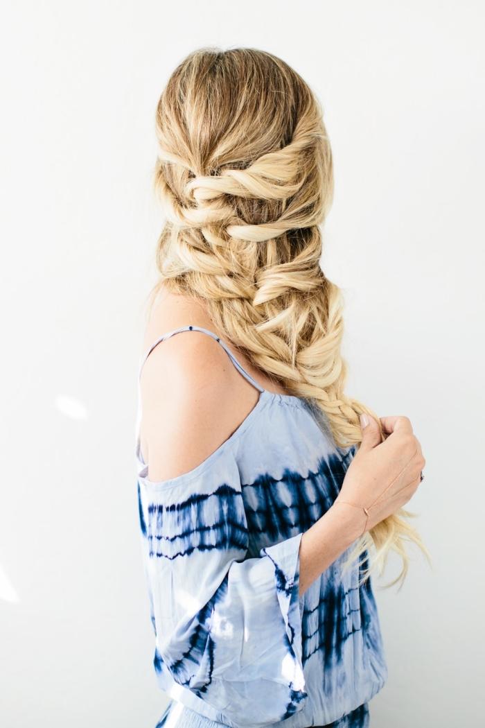 modele de coiffure, idée pour réaliser une coiffure originale avec tresse et mèches diagonale sur cheveux longs