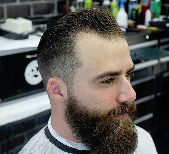 coupe de cheveux banane vintage avec barbe et calvitie