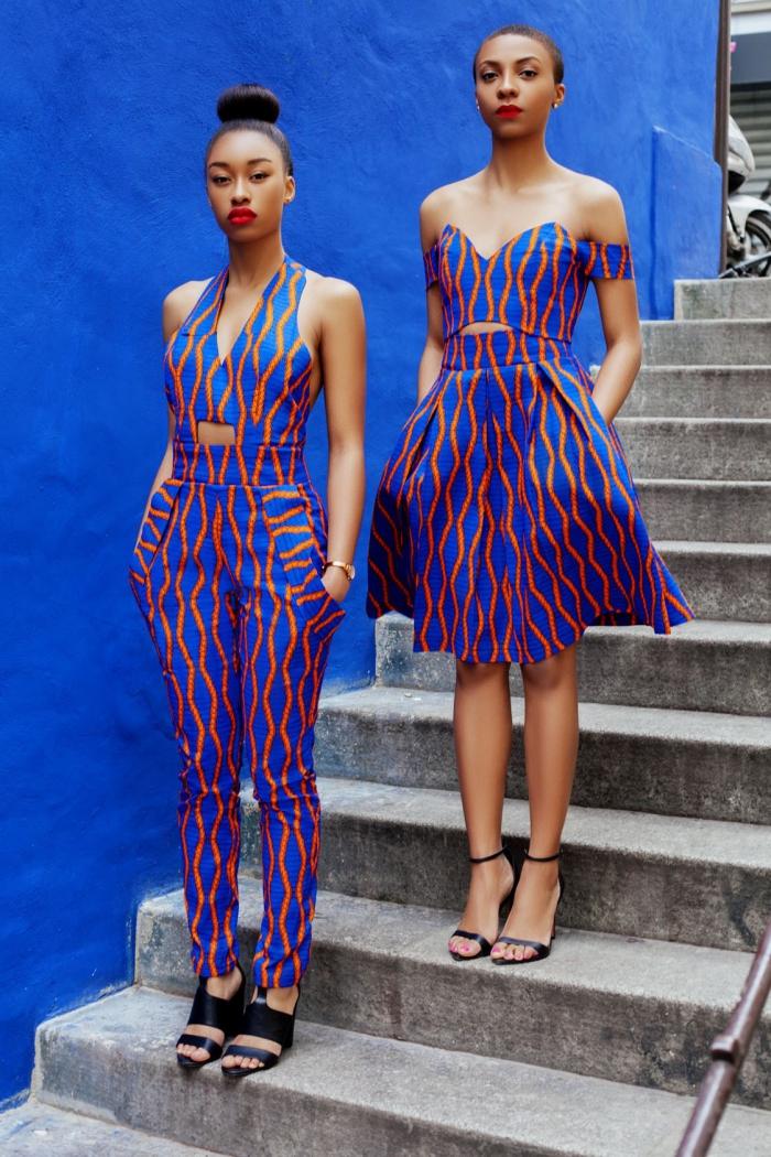 tissu africain en bleu foncé aux motifs géométriques orange, modèle de combinaison crop avec poches, robe courte aux manches tombantes