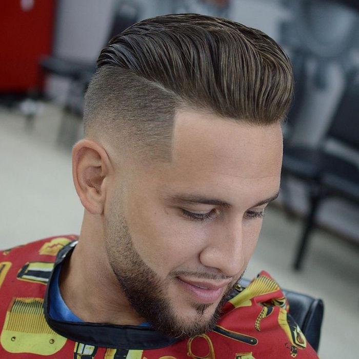 coiffure mi long en arriere coupe de cheveux rasé sur le coté