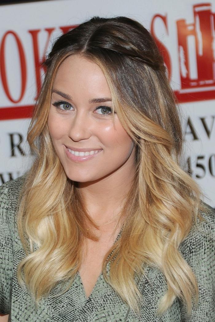 cheveux longs, coiffure facile à faire soi-même, blayage blond cheveux chatains, coiffure demoiselle d'honneur