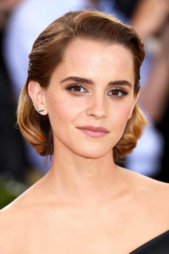 maquillage yeux marrons, Emma Watson, carré ou faux carré chic pour invitée de mariage, coiffure facile cheveux mi long