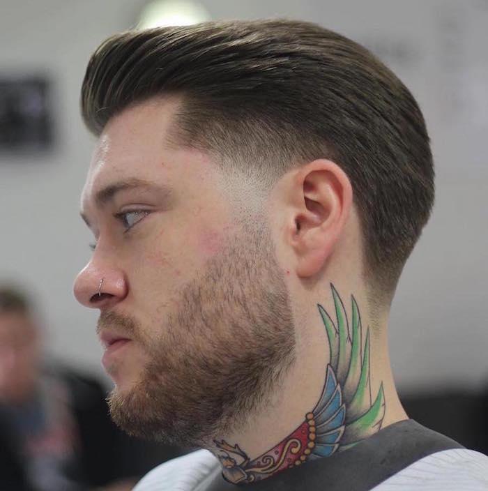 coupe pompadour hipster dégradé pattes oreilles en arriere