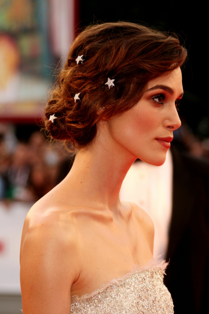 comment s'habiller pour les occasions officielles, Keira Knightly, maquillage discret