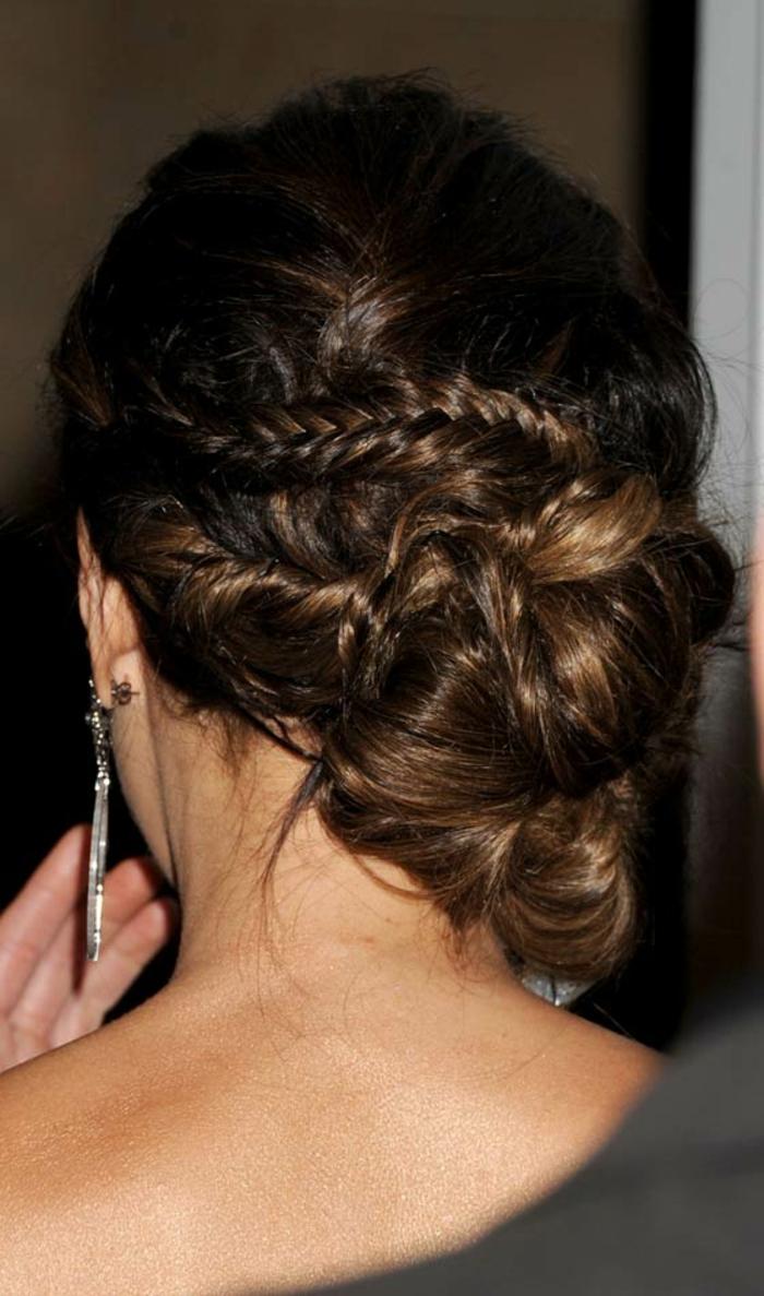 comment styler une coiffure mariage cheveux long, cheveux chatain, chignon avec tresses