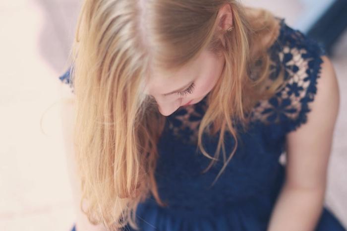 tendance coiffure, tutoriel pour faire une coiffure sur cheveux longs de couleur blond miel
