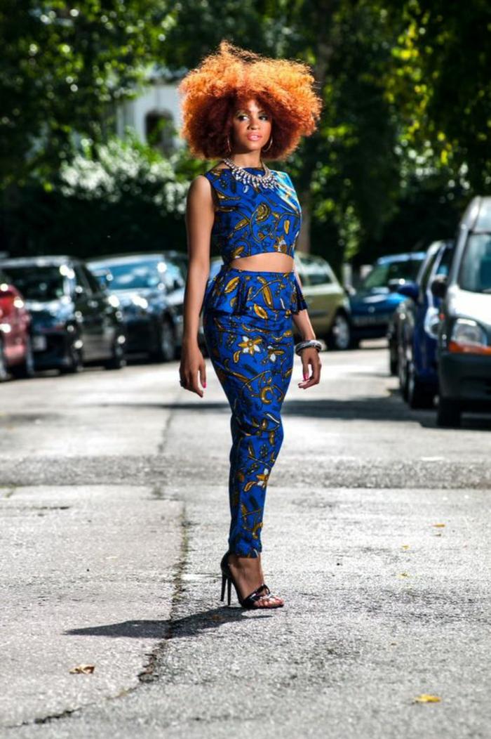 tpp mini sans manches, avec pantalon large sur la taille et moulant sur les jambes, avec des volants, motif africain, tenue africaine, modele pagne, collier ethnique