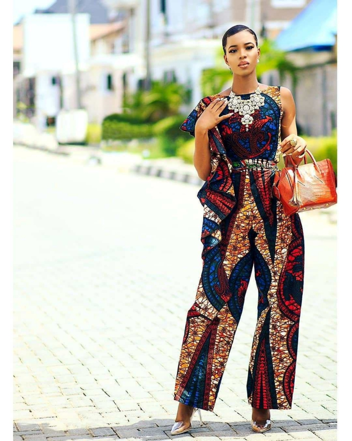 idée comment bien s'habiller femme stylée, modèle de combinaison de style ethnique en pagne wac africain