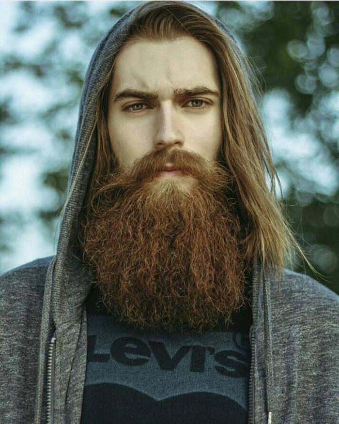 avoir une belle barbe longue et cheveux longs