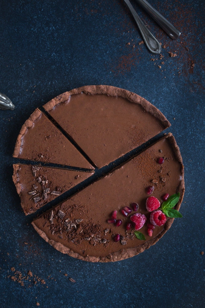 idée pour un dessert élégant au chocolat, une recette gateau au chocolat facile en version vegan à l'épeautre, au beurre vegan et au pois chiches