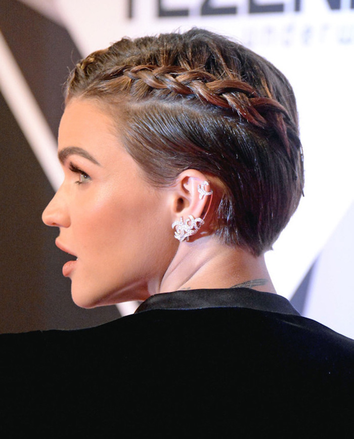 coiffure tresse collée coupe couronne avec tresses femme