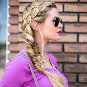 Comment réussir sa tresse en épi - plusieurs tutos et idées pour une coiffure stylée