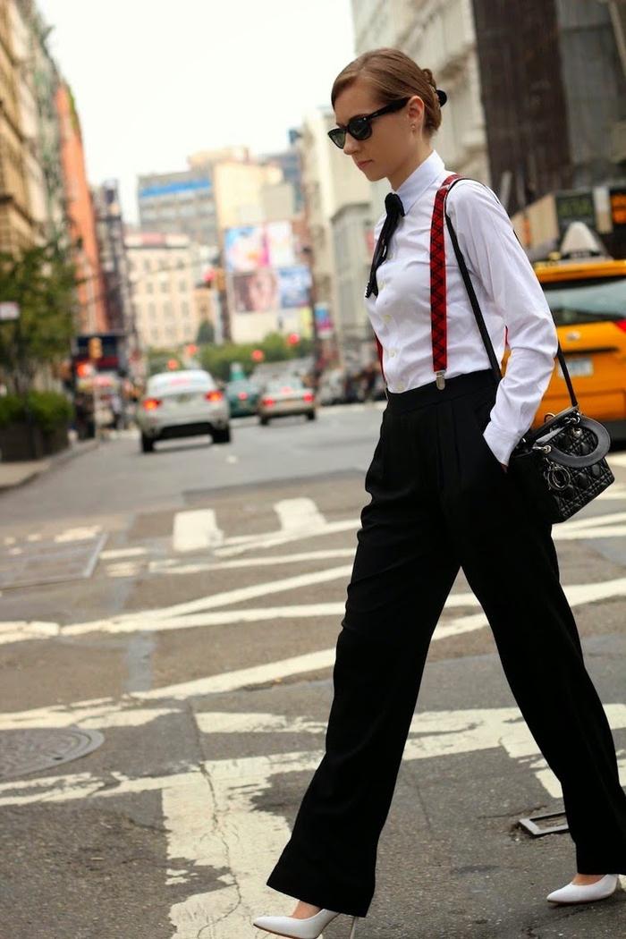 look chic et sérieux avec un smoking femme porté avec des bretelles pour un style encore