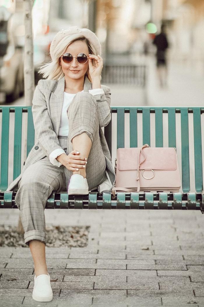 comment porter le tailleur pantalon femme avec des basket pour un look décontracté