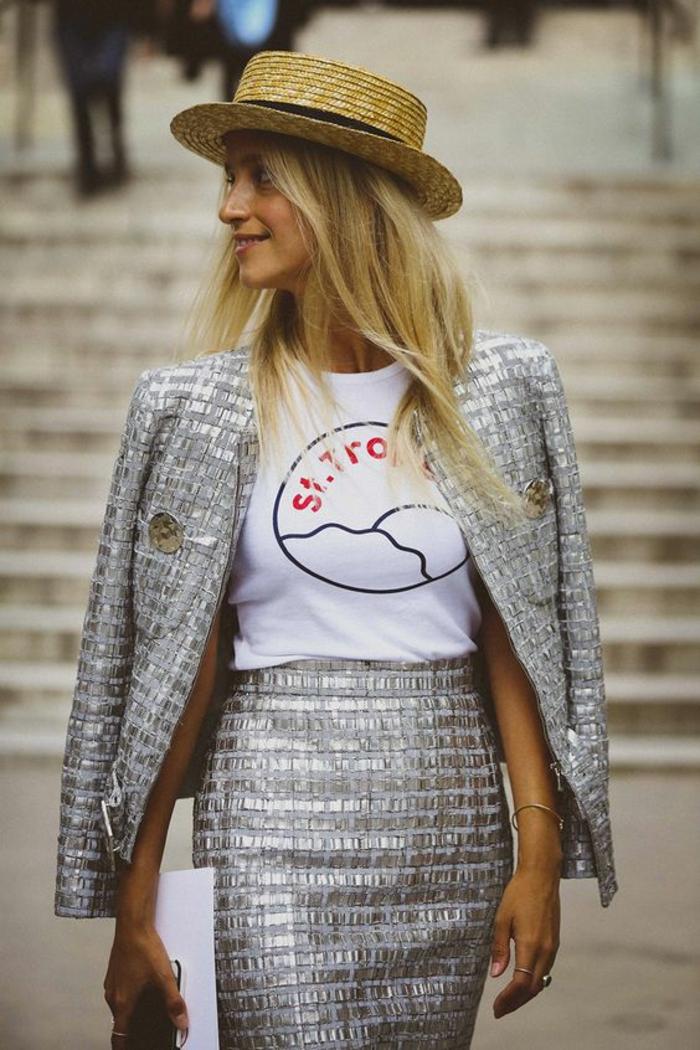 une allure de Chanel pour une soirée chic détail choc, costume en couleur argent avec jupe crayon taille haute