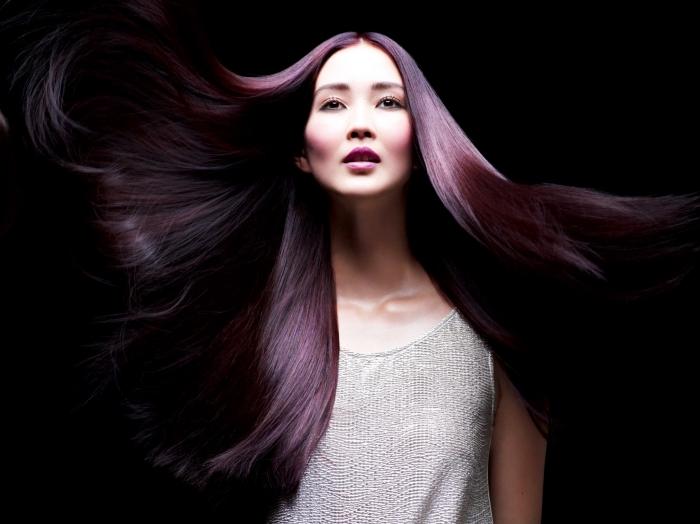 comment choisir sa coloration selon le teint de sa peau, couleur prune cheveux longs de base naturelle marron