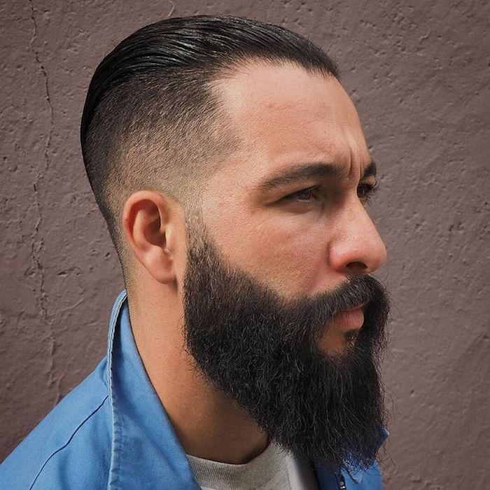 coupe cheveux homme mi long plaqués en arriere et dégradé homme américain