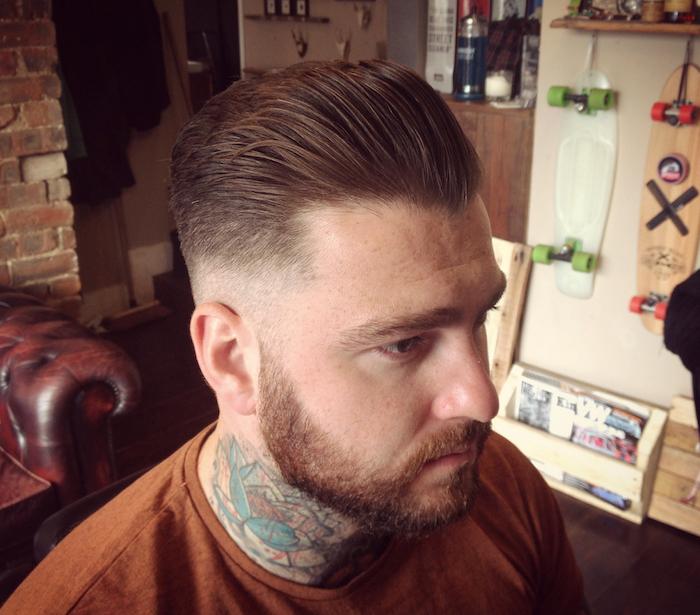 coiffure homme vintage coupe de cheveux banane en arriere