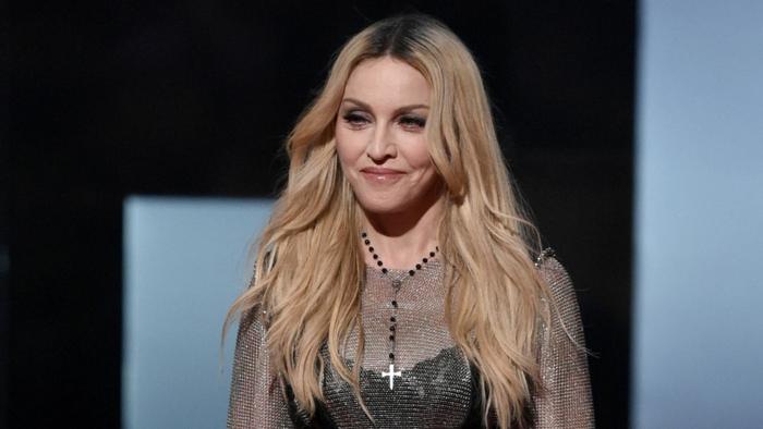coupe de cheveux long femme, Madonna avec des cheveux longs, raie symétrique