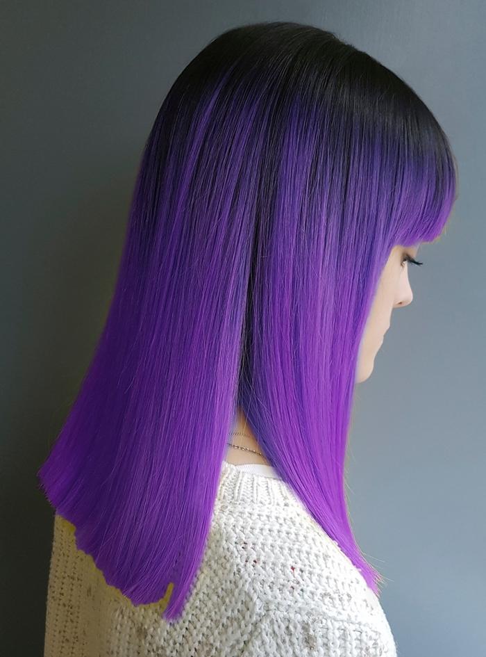 idée teinture cheveux ombré en noir et violet, coupe carré long aux racines noires avec mèches et pointes prune