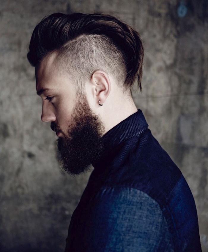 coupe homme avec barbe long dessus coté court