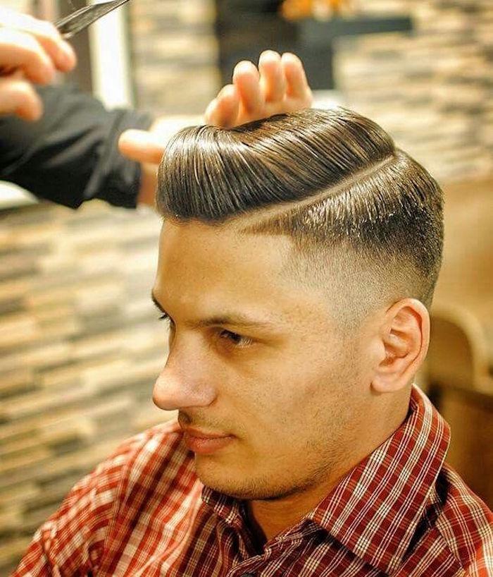 1001 id es coiffure banane homme un r gime de style - Coupe pompadour homme ...