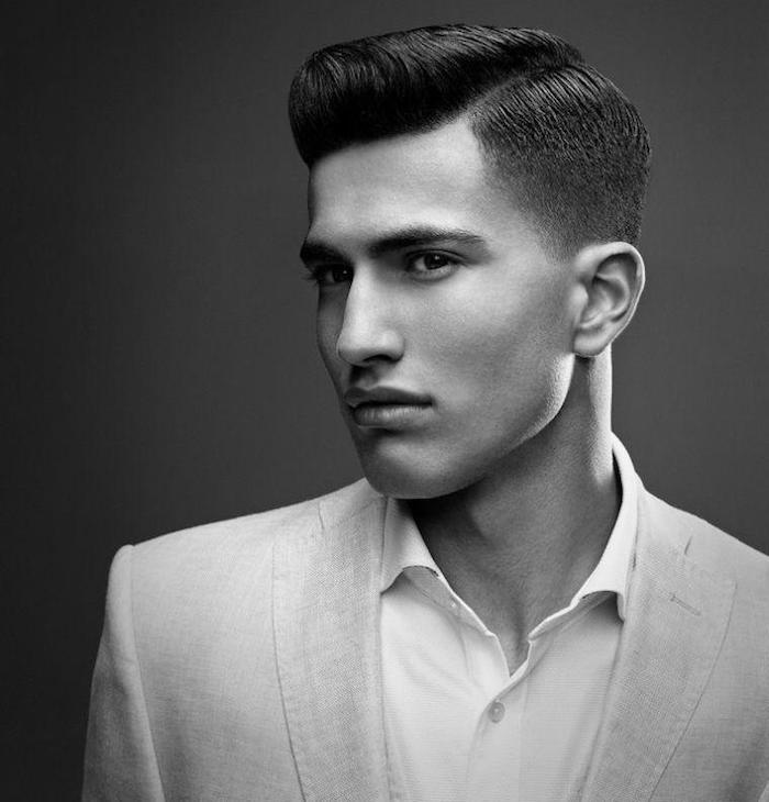 coupe pompadour homme rétro coiffure vintage style dandy noir et blanc