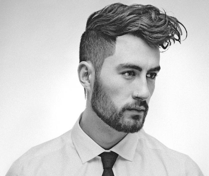 modele de barbe collier homme courte trois jours