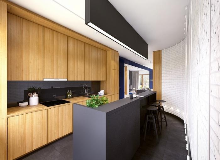 aménagement de cuisine en longueur avec murs en briques blanches et plafond noir et blanc, cuisine bois et noir