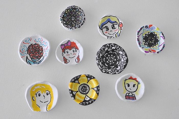creation pate fimo, petites assiettes de rangement avec des dessins enfant a realiser soi meme