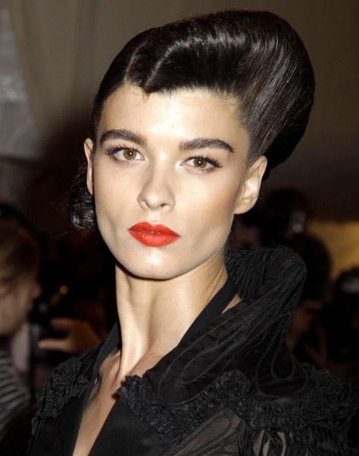 coiffure femme année 50 look pin up rockabilly roulé
