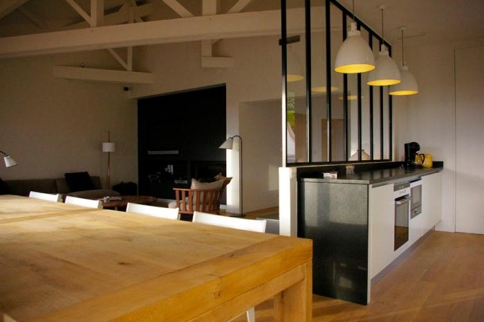 verriere interieure, comment diviser l'espace ouvert avec cloison en verre de style industriel à design plaques verticales