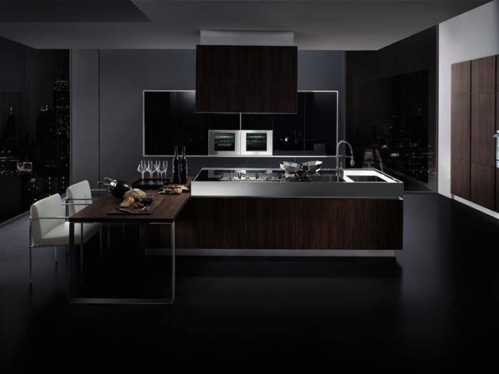 exemple de cuisine aux murs noirs et armoires de bois marron foncé avec équipement high tech