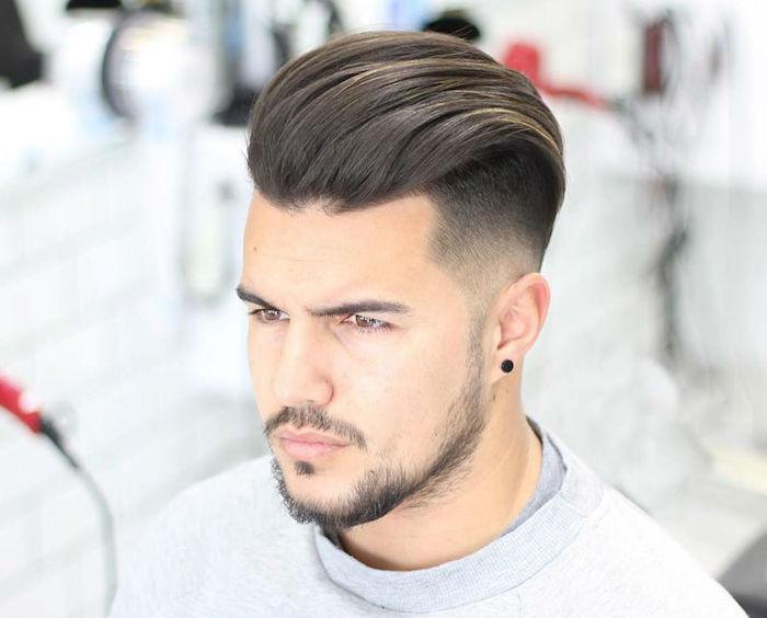 coupe de cheveux mode en arrirere dégradé bas homme
