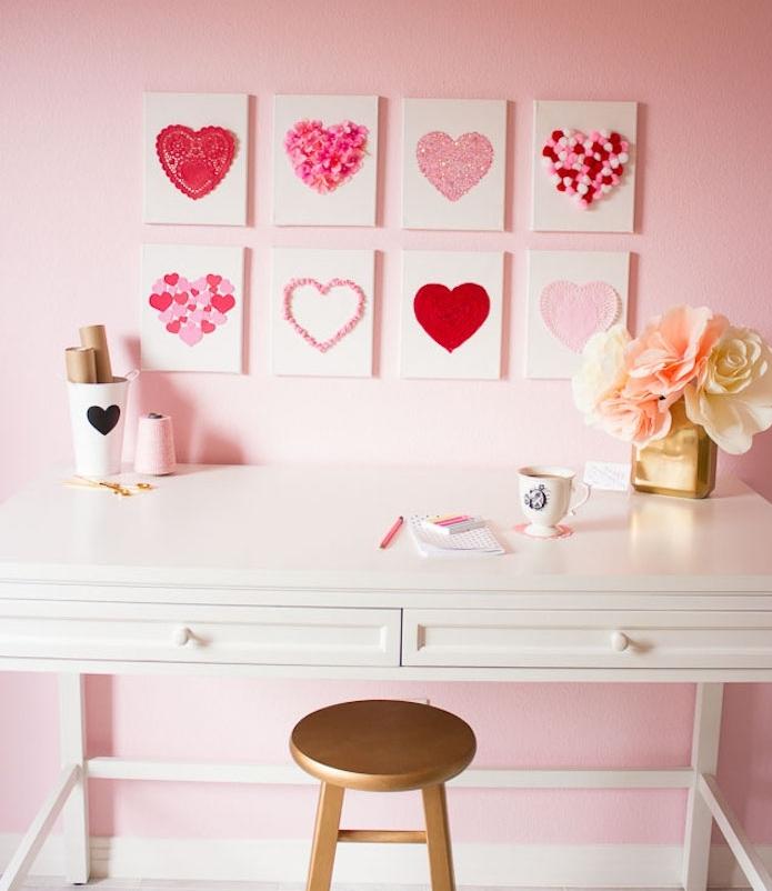 idee de deco murale design en carreaux blancs décorés de motif coeur en papier, laine, confettis, pompons et napperon