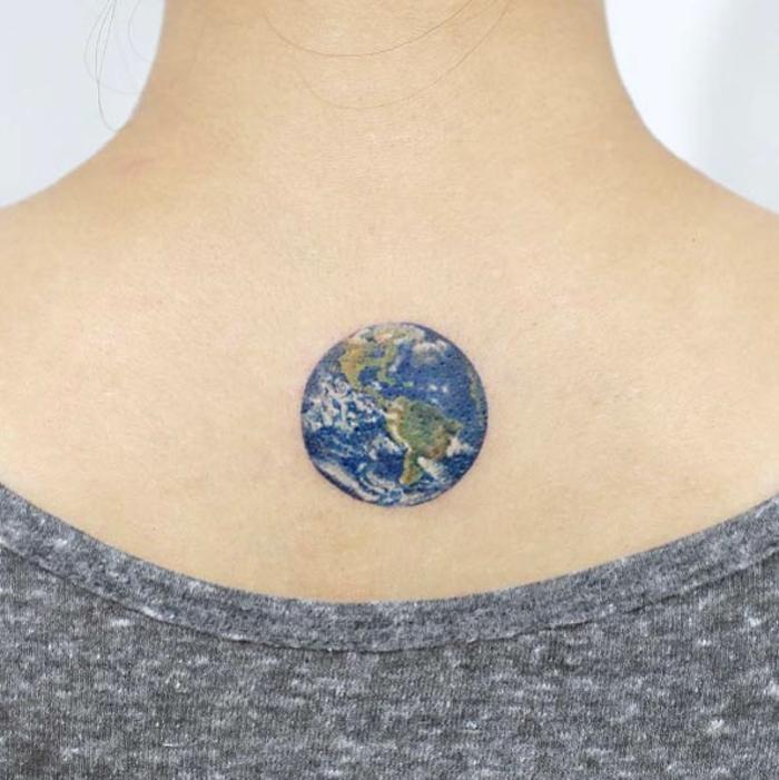 Superbe tatouage monde la meilleure idée tatouage de la terre