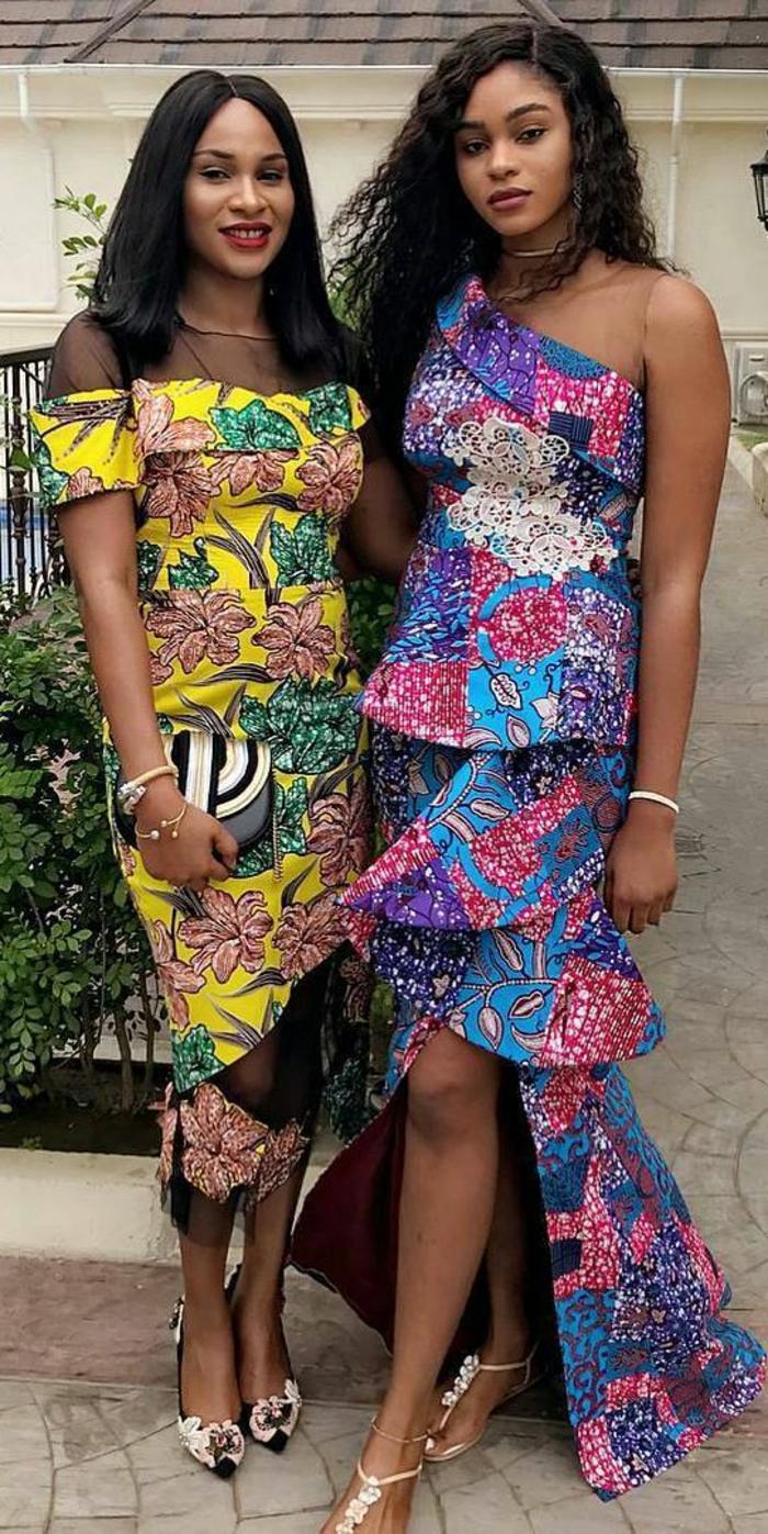 deux filles avec des robes en style africain, robe africaine avec volants, vetement en wax, chaussures sandales blanches, épaules dénudées