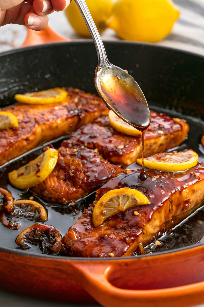 recette de pavé de saumon laqué au miel et ail idéale pour un diner romantique pour la saint-valentin