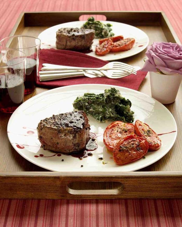 quel menu pour un diner romantique de saint-valentin, recette de filets mignons au poivre et au vin rouge