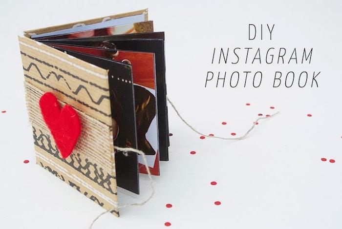 exemple de diy album photo instagram avec des photos de petite amie et couvertures en carton avec decoration de coeur en feutrine, idée cadeau copine