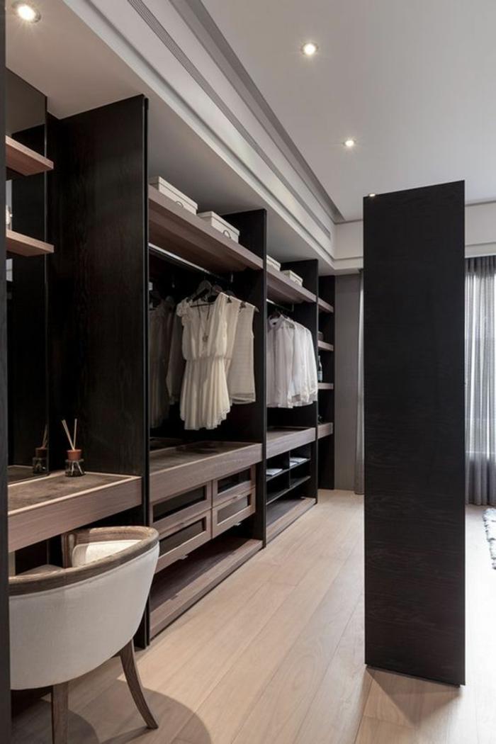 dressing chambre, plafond blanc, superbe meuble penderie avec étagères sous le plafond
